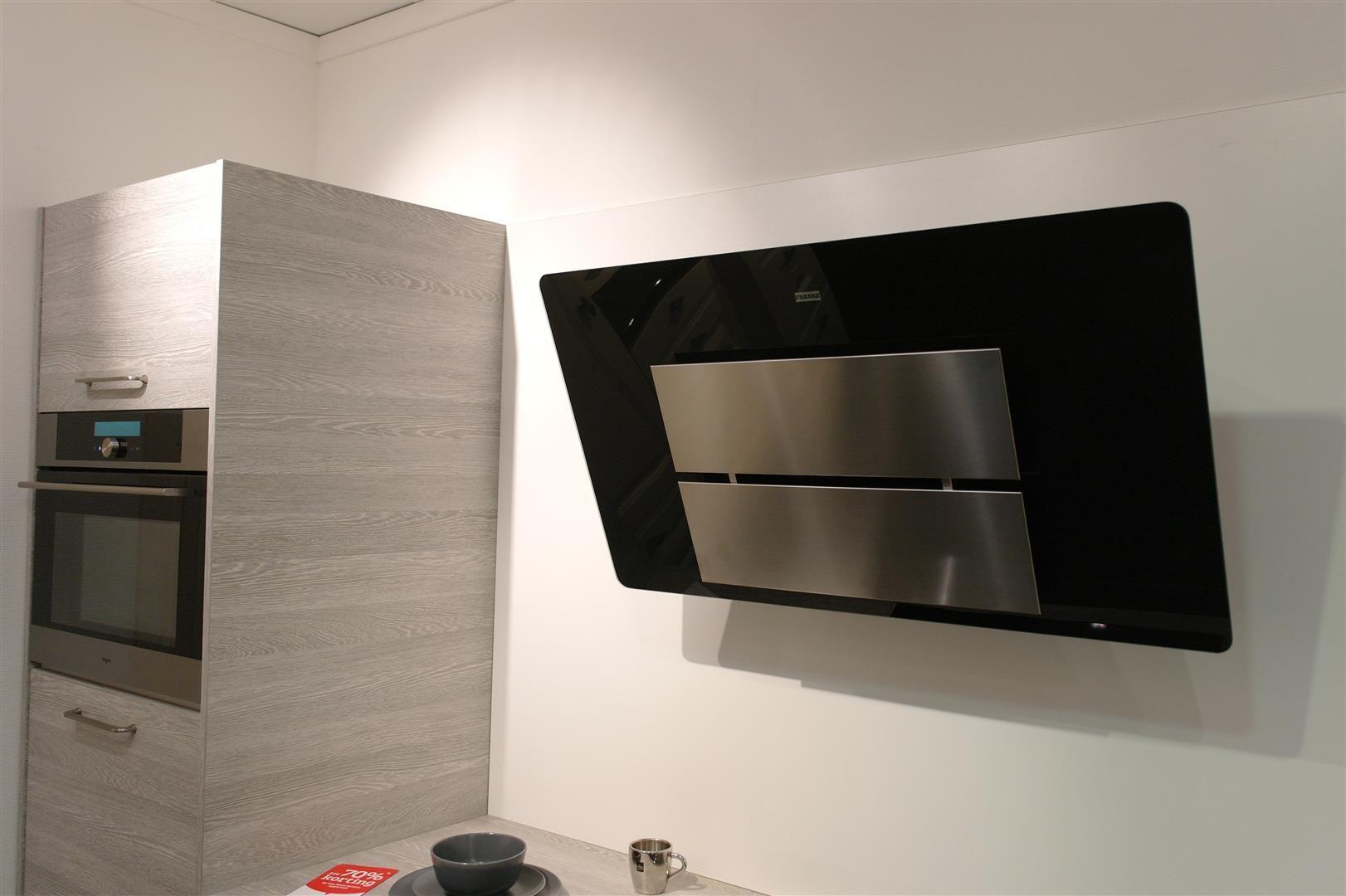 Moderne Rechte Keuken Houtkleur : Moderne trendy Keller keuken in de ...